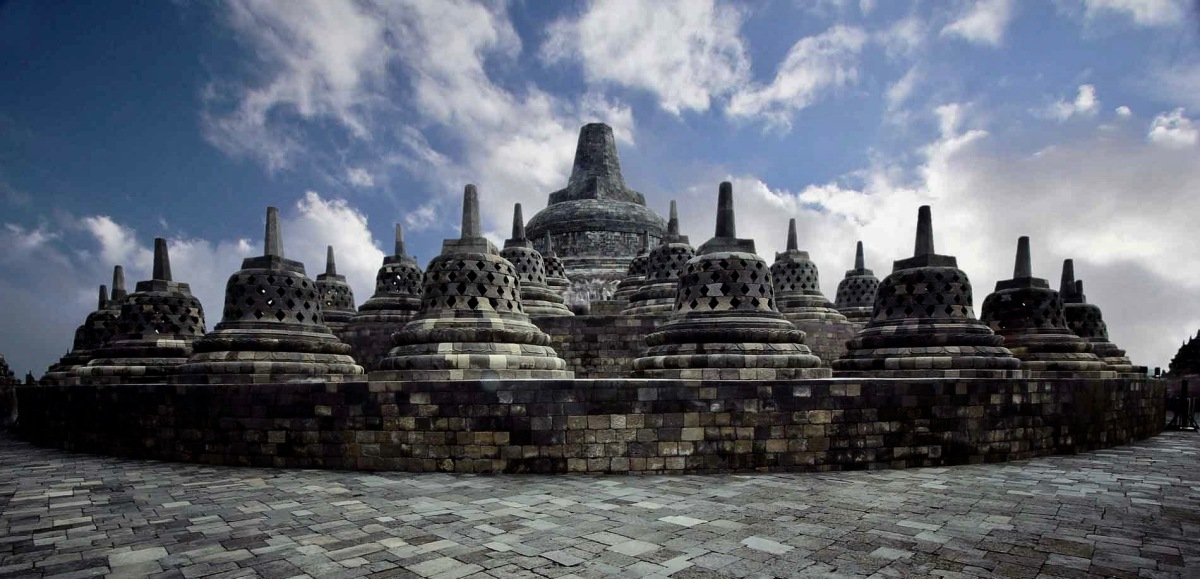Visit Borobudur and hike Merapi over a long weekend (3 days 2 nights)
