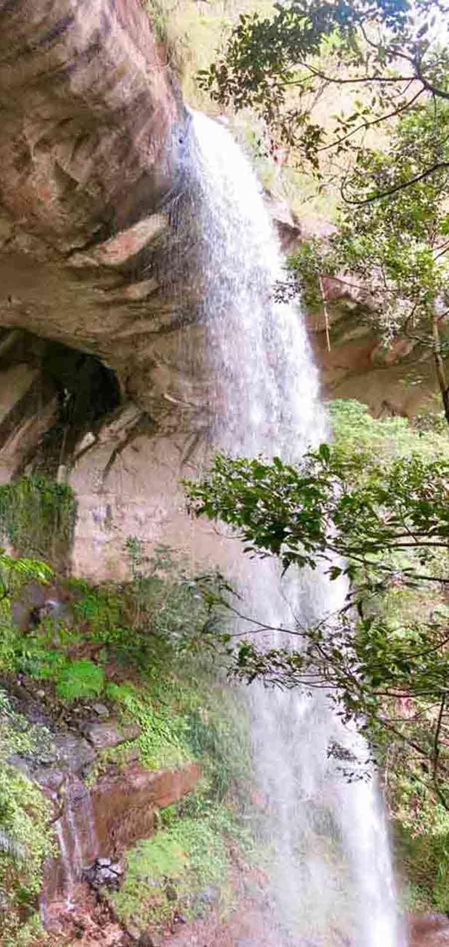 Sandiaoling Waterfall-Pipa Cave Waterfall