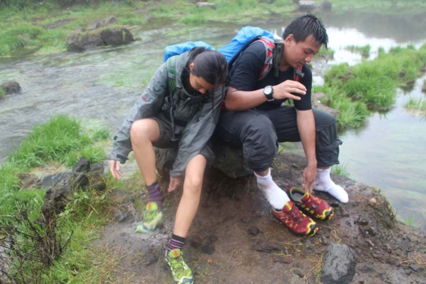 A couple conquering the challenging Rinjani trek