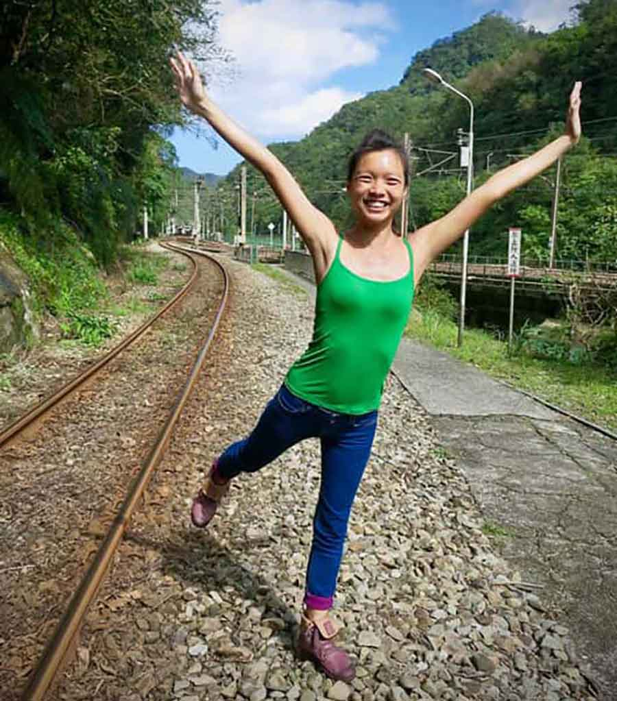 Sandiaoling-Hiking-Train-tracks