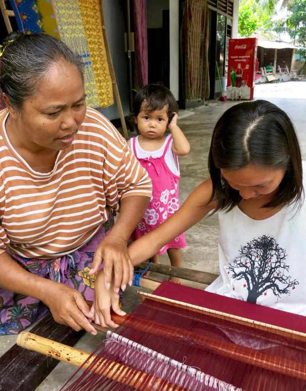 Learning weaving at Sakurara village