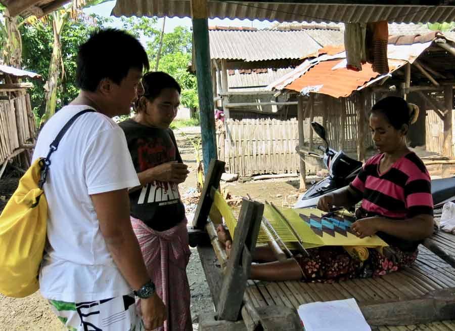 Weaving at Sakurara village