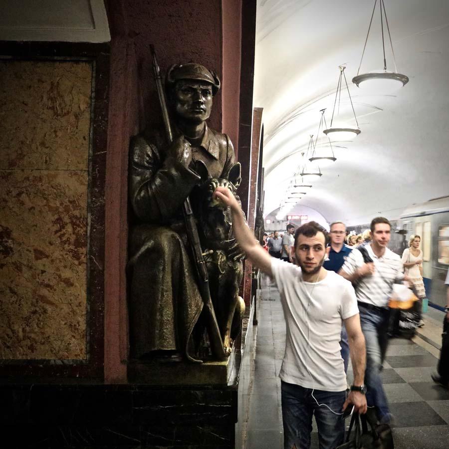 Moscow metro sculptures @amarriedtraveller
